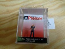 H0 Preiser 28202 Firefighter with funkgerät. figure. Original Package