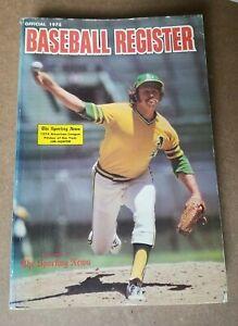 THE SPORTING NEWS OFFICIAL 1975 BASEBALL REGISTER - paperback