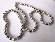 Grand collier bijou vintage perles finement gravée couleur argent brillant 543