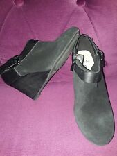 CLARKS SOFTWEAR BLACK SUEDE ZIP UP SHOE BOOTS SIZE 4 EU 37