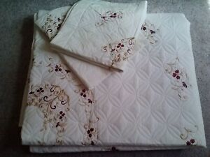 VINTAGE QUILTED CREAM COTTON RED GOLD FLOWERS EMBROIDERED QUILT&2 SHAMS-90X104