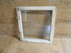 Altes Fenster, kleines Holzfenster, shabby chic, weiß, Fensterflügel