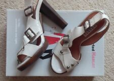 HARD HEARTED HARLOT TAIL SHOES SIZE 4 WHITE / CREAM PATENT LEATHER NEW WITH BOX