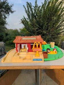 Fisher Price McDonalds Restaurant and Playland Playset Little People #2552 1989