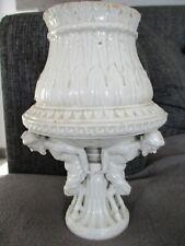 céramique, porcelaine  sculpture trois satyres supportant un vase 18eme?