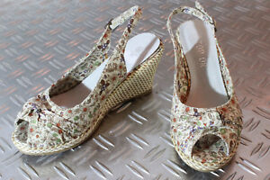 Sandalen Sandaletten Pumps Wedges Keilabsatz Blumen geblümt beige Textil 36