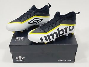 NEW UMBRO PIVOT CLEAT YOUTH W/Tags Size 2Y