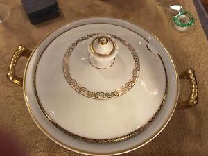 BEAUTIFUL BAVARIA GERMANY PORCELAIN CHINA WHITE GOLD TRIM SOUP TUREEN