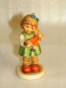 """Hummel Manufaktur """"Meine Lieblingspuppe"""" 2334/A, Mädchen mit Puppe"""