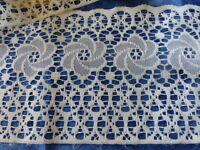 pa r  3m   x24cm de large  guipure filet ,créations ou rallonge rideau ???