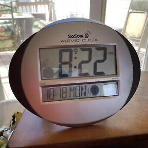 Skyscan Atomic wall clock/day-date calendar/indoor thermometer/moon phase 86730