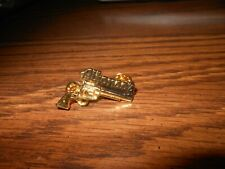 "UNIQUE ""ALFONSO'S"" SIX SHOOTER GUN LAPEL / HAT PIN - GOLD"