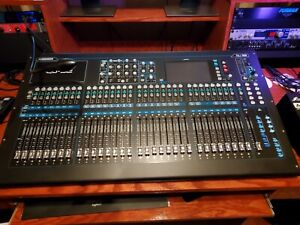 Allen & Heath QU32 Digital Mixer with LED Lamp and Dust Cover