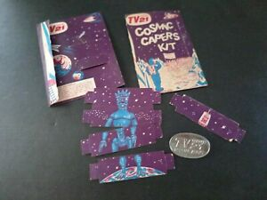 VINTAGE TV21 COMIC GIVEAWAYS PIN BADGE NO 2 + COSMIC CAPERS GERRY ANDERSON TV 21