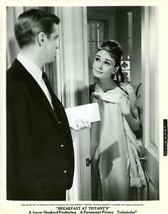 "AUDREY HEPBURN ""DIAMANTS SUR CANAPE"" (BREAKFAST AT TIFFANY'S ) VINTAGE PHOTO CP"