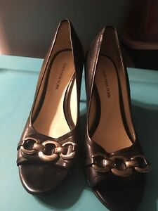 Ladies Shoes Black //Beige Patent   Size 6 New//Boxed