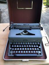 Royal Quiet Deluxe Manual Typewriter w Case Vintage 1950 De Luxe Gray Portable