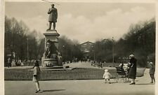 Finland Helsinki - Esplanade & Runebergin patsas People old real photo postcard