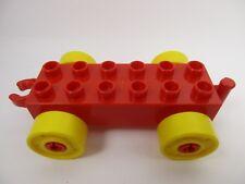 LEGO DUPLO 11248 - Car Base 2x6 Wagon Rouge avec Roues Jaunes et Crochet Ouvert