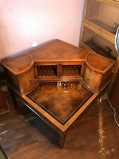 Gorgeous Vintage Mahogany WEIMAN Leather Top Gold Tool Doors Side End Table