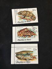 1977 GUINEA REPTILES SET OF 3 10 15 20 SHILLINGS FROG CHAMELEON ALLIGATOR A109