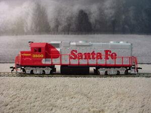 Life-Like HO scale Santa Fe GP38-2 locomotive RD #3500 Hook & Horn Couplers