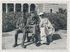 Foto Kriegsberichterstatter  Deutscher Soldat mit Arabischen-Freiwilligen (7830)