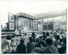 1972 Press Photo Children Watch Abraham Lincoln Speak Northgate Mall Seattle WA