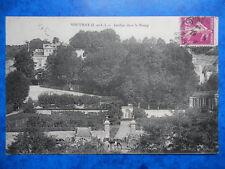 VOUVRAY  :  Les Jardins dans le Bourg.