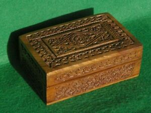 A HIGHLY DECORATED CARVED HINGED WOOD BOX IN HARDWOOD FLORAL DESIGN