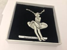 "Marilyn Monroe Emblem on Silver Platinum Plated Necklace 18"" refk33"