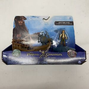 Pirates of the Caribbean Dead Men Tell No Tales Ghost Shark Attack Playset