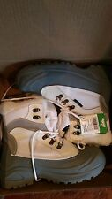 Itasca womens sleigh bell sbow boots white/grey size 9