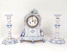 Garniture de cheminée pendule bougeoirs faïence Gien oiseau flambeau XIXème