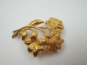 Broche para mujer Monet. Metal dorado. Flores y hojas. Años 50. EEUU. Alfiler