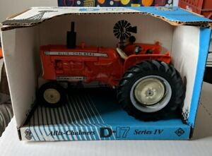 Ertl Allis Chalmers D17 Series IV 1/16 Beckman tractor replica by Scale Models