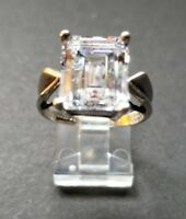 DQ .925 Sterling Silver & Emerald Cut CZ Size - 9