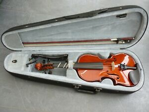 3/4 student violin with bow and shoulder rest