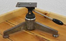 ALTES ROBUSTES Stativ dreibeiniges TISCHSTATIV Tripod Metall für Kamera o. Lampe