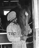 SECRETARIAT & EDDIE SWEAT - ORIGINAL TENDER MOMENT 8X10 PHOTO IN STALL!
