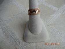 Ladies 14K yellow gold wedding band w/ chevron pattern, 6.8 grams, size 7