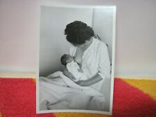 Photo argentique : Maman et bébé - Femme  Allaitement Sein