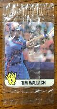 1987 Hostess Stickers- #5 Tim Wallach - Montreal Expos (CDN Version)