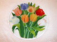 "Peggy Karr Tulip Fused Art Glass Plate 11-1/4"" Round, Never Used, Displayed Only"