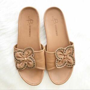 B. Makowsky Camel Leather Slide Sandal Flower Detail Size 7
