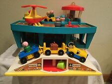 VINTAGE 1972 FISHER PRICE PLAY FAMILY AIRPORT LOT, VGUC, 996, USA