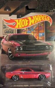 Hot Wheels 2016 Garage Series Pink '70 Dodge Hemi Challenger