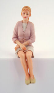Dolls house figures 1/12th scale poly/resin modern lady sitting DP303