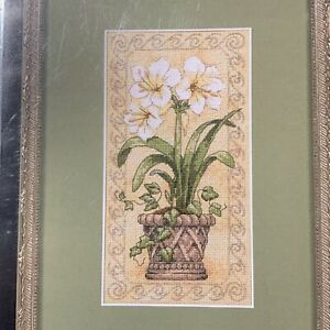 Dimensions Gold Collection Petites Amaryllis in Bloom Counted Cross Stitch 6912