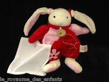 Doudou Lapin écru rouge rose Babynat' Baby Nat' fleur mouchoir carré blanc 23 cm